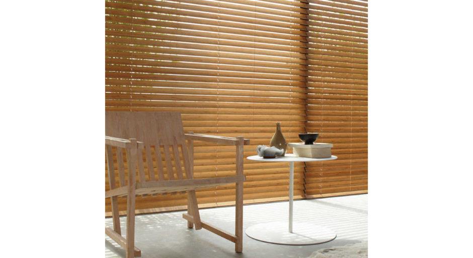 Горизонтальные деревянные жалюзи в интерьере. Фурнитура HOLIS.